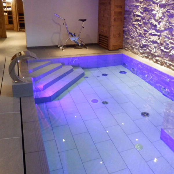 carrelage piscine intérieur